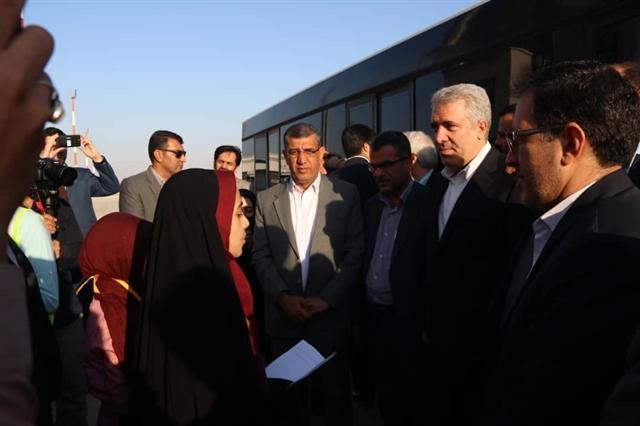 سرپرست وزارت میراث فرهنگی وارد لارستان شد، ادای احترام دکتر مونسان به مقام شامخ شهیدان