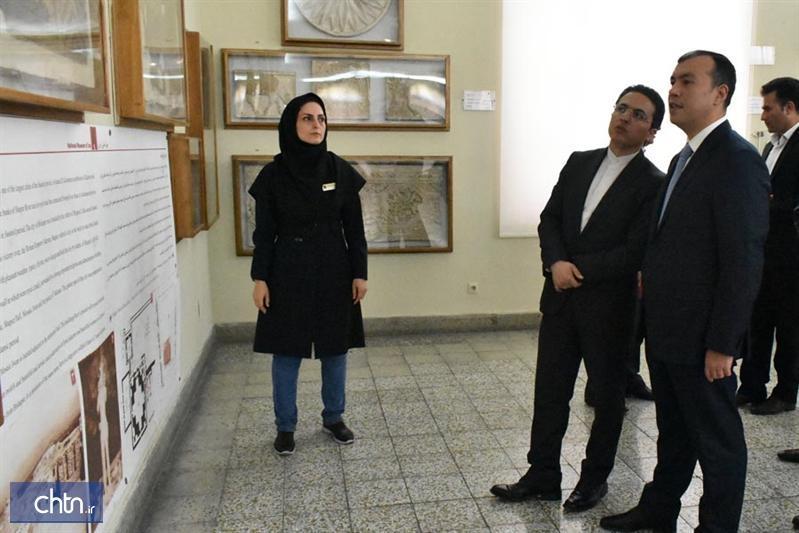بازدید وزیر کار جمهوری آذربایجان از الواح هخامنشی