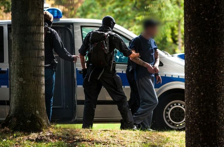 بازداشت 12 نفر در آلمان به اتهام ایجاد گروه راست افراط گرای تروریستی و کوشش برای ترور مقامات و سرنگونی حکومت