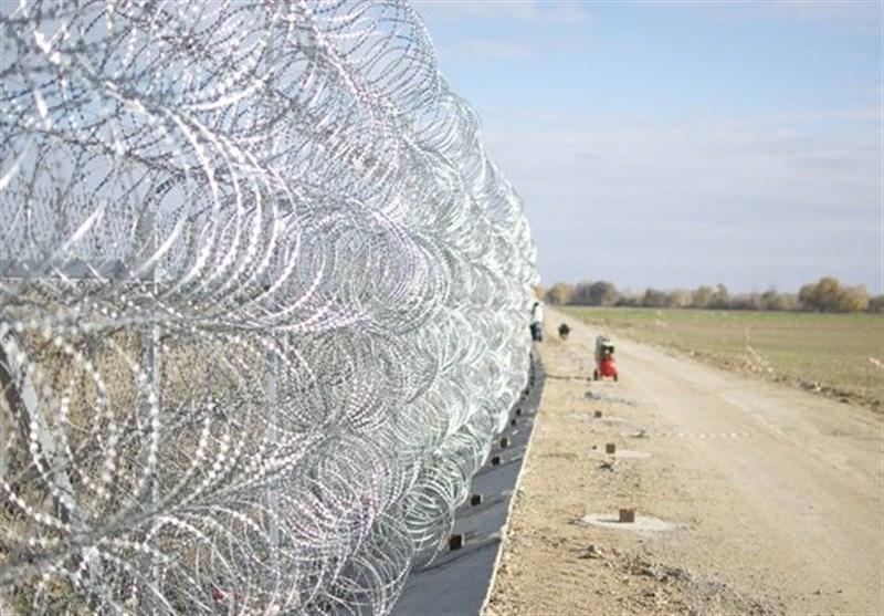 یونان برای جلوگیری از ورود پناهجویان در مرز سیم خاردار نصب کرد