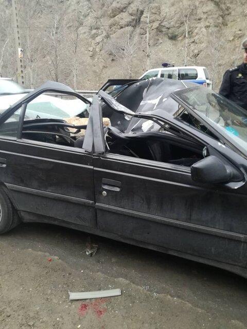 سقوط سنگ بر روی خودرو در جاده چالوس جان دختر 18 ساله را گرفت