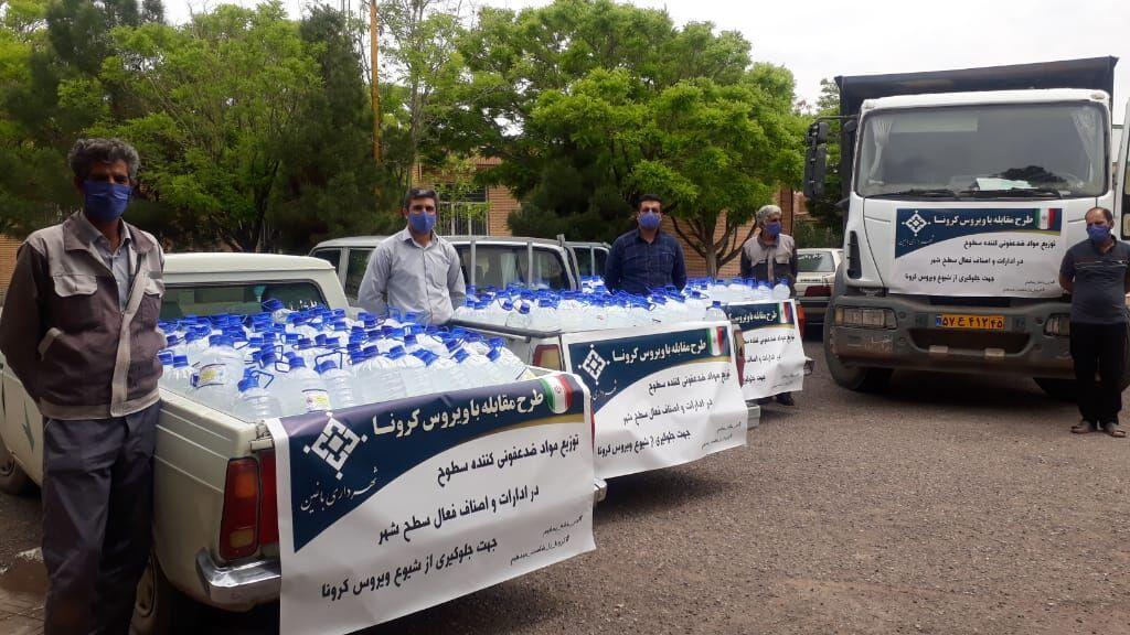 خبرنگاران شهرداری باغین کرمان بسته های بهداشتی حمایتی را بین مردم توزیع کرد