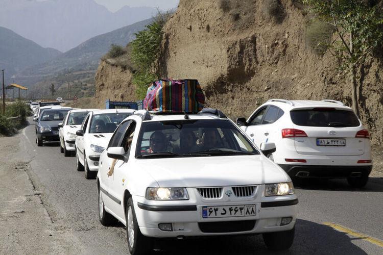 ترافیک در جاده های کندوان سنگین و هراز نیمه سنگین است