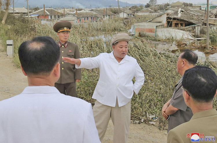 بازدید کیم جونگ-اون از مناطق توفان زده ، رهبر کره شمالی مسئول خاطی را برکنار کرد