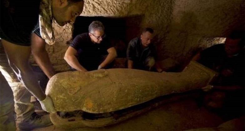 کشف 13 تابوت مهر و موم 2500ساله در مصر