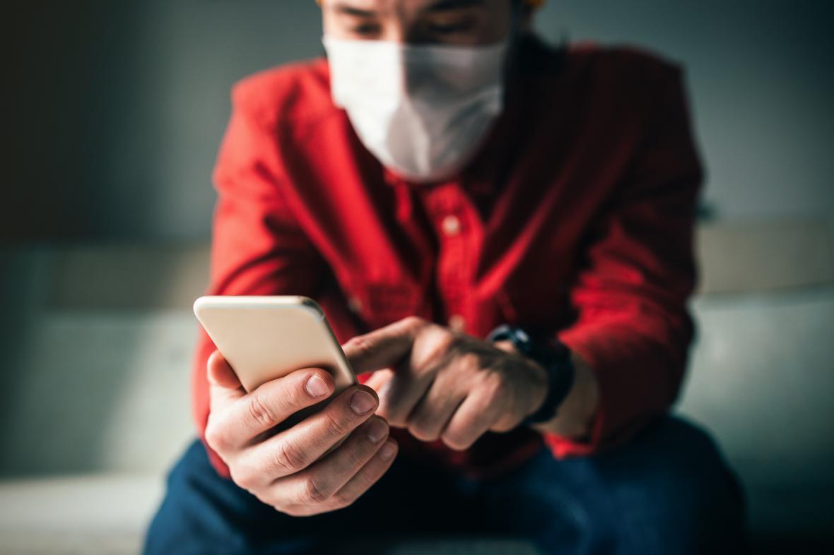 اپلیکیشن ها به جنگ کرونا رفتند؛ به صورتت دست نزن!