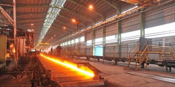 کاهش روزانه 60 درصدی فراوری آهن اسفنجی به دلیل محدودیت گازرسانی به فولاد مبارکه
